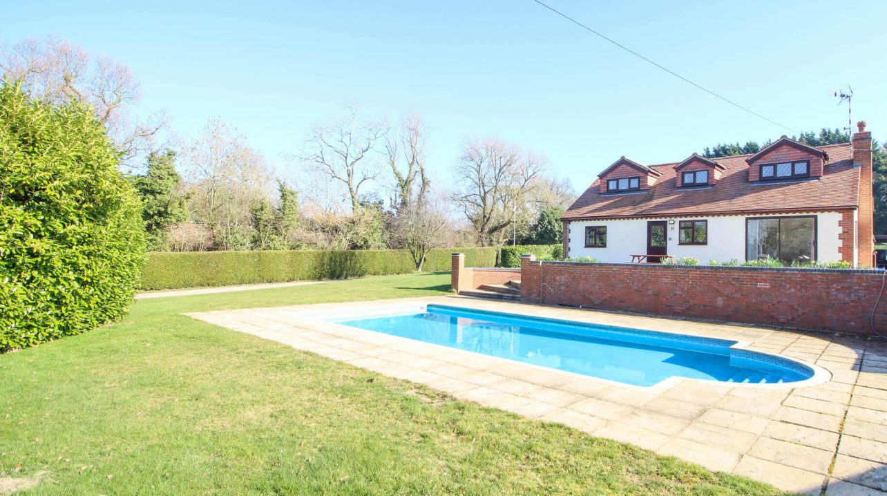 House with Outdoor Swimming Pool